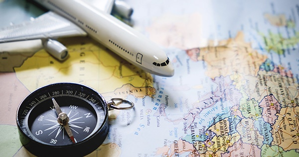 mapa mundo y avión